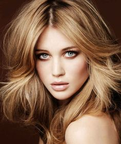 Beige-blonde hair colour with darker roots.