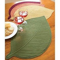 Quilted Leaf Placemats I love this shape for placemats, they would be fun with hand painted leaf prints on the leaf shape place mat. We can make to any shape size or color. Quilting Projects, Quilting Designs, Sewing Projects, Table Runner And Placemats, Quilted Table Runners, Rug Runners, Small Quilts, Mini Quilts, Fabric Crafts