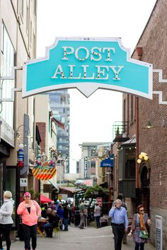 what to do in seattle, trip to seattle,  wandeleur, things to do in seattle,post alley, gum wall
