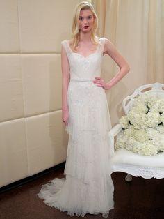 Eine weiteres Brautkleiddas perfekt zur Widder-Frau passt, ist dieses Modell von Badgley Mischka mit zartem Tüll und subtilen Stickereien.
