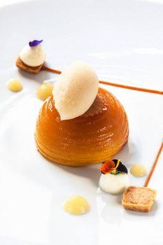 Pomme caramélisée façon tatin - plating and presentation