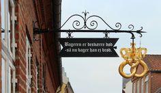 """Bageren er desværre død - så nu bager han ej brød - the signs says: """"Unfortunately the baker is dead - so now he bakes no more bread"""""""