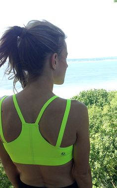 Make it pop! A design team favorite this summer: Classic Verrazano Bra. 4-straps to reduce stress points and ideal compression for high impact. Freshen up your summer run.