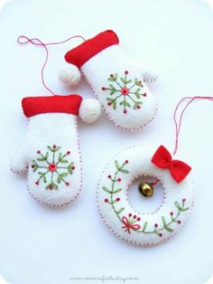 PDF pattern - Embroidered mittens and tiny wreath - Christmas tree ornaments, easy sewing pattern, DIY easy embroidery technique by debbie Felt Christmas Decorations, Felt Christmas Ornaments, Noel Christmas, Handmade Christmas, Christmas Wreaths, Tree Decorations, Beaded Ornaments, Christmas Countdown, Scandinavian Christmas Ornaments