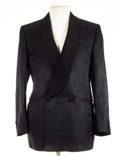 Pure silk dinner smoking jacket made in Italy - Tweedmans Vintage Men Formal, Formal Wear, Second Hand Designer Clothes, Morning Suits, Dinner Suit, Smoking Jacket, Tweed Jacket, Pure Silk, Vintage Outfits