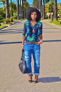 Discover this look wearing Blue Boyfriend Jeans, Navy Zara Blouses - Spring Florals by StylePantry styled for Classic, Girls Night Out in the Spring Casual Outfits, Cute Outfits, Fashion Outfits, Womens Fashion, Fashion Trends, Looks Jeans, Style Pantry, Look Plus, Moda Vintage