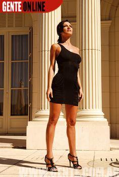 En su ciclo 1000 preguntas, una estrella entrevistó a las figuras más reconocidas del mundo del espectáculo. Entre ellas, Penélope Cruz, Paulina Rubio y Thalía. El lunes 7 de mayo entrevistó a Jennifer López por E! Entertainment Television.