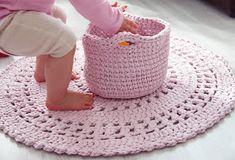 virkattu matto kori trikookude matonkude virkkaus Crochet Carpet, Crochet Home, Knit Crochet, Little Girl Rooms, Little Girls, Crochet Fashion, Crafts To Do, Handicraft, Straw Bag