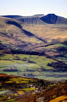 Brecon Beacons :: Holidays in Wales