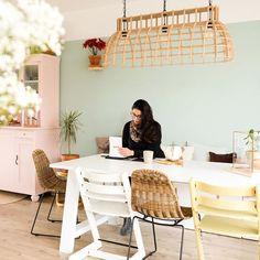 WC quotes: 15x Grappige teksten voor op het toilet - Een goed verhaal Ikea Stuva, Party Shop, Diys, Sweet Home, Dining Room, Pastel, Bed, Interior, House