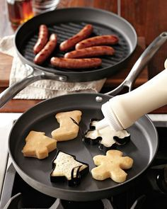 use cookie cutters to make pancakes…more Christmas breakfast ideas