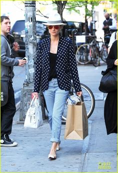 Diane Kruger rocks a chic polka dot blazer while exiting her hotel on Tuesday (May 7) in New York City.    Later in the day, the 36-year-old German actress was seen…