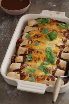 enchiladas Kos, Mexican Food Recipes, Ethnic Recipes, Enchiladas, Bolognese, Tex Mex, Bacon, Food And Drink, Pizza