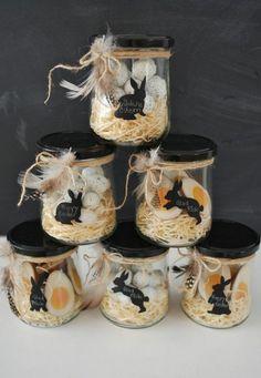 que faire avec des pots en verre, décoration pour les pâques, dessins noirs lapins