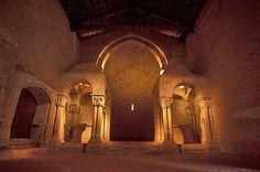 Interior de la antigua iglesia del monasterio de san Juan de Duero (Soria)