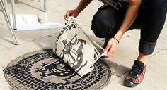 Coletivo alemão transforma bueiros de cidades em desenhos de camisetas, recontando a história de um lugar e atraindo o nosso olhar para os detalhes do cenário urbano