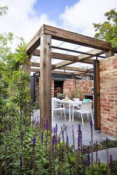 The pergola kits are the easiest and quickest way to build a garden pergola. There are lots of do it yourself pergola kits available to you so that anyone could easily put them together to construct a new structure at their backyard. Pergola Patio, Backyard Gazebo, Wooden Pergola, Backyard Landscaping, Timber Pergola, Pergola Carport, Cheap Pergola, Timber Beams, Building A Pergola
