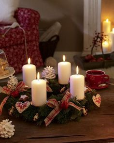 Surprise your friends and family this year and create a stylish Christmas decoration with the traditional warmth by making a craft of an advent wreath with candles. Christmas Advent Wreath, Noel Christmas, Christmas Candles, Christmas Crafts, Christmas Decorations, Christmas Night, Holiday Wreaths, Danish Christmas, Nordic Christmas