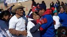 Emoción, abrazos rápidos y lágrimas entre inmigrantes en la zona donde se alzará un Muro