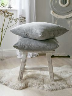 Add a little calm to your home with our lovely grey linen cushion. Living Room Themes, Living Room Designs, Grey Cushions, Cushions To Make, Velvet Cushions, New Nordic, Nordic Style, Room Design Bedroom, Slow Living