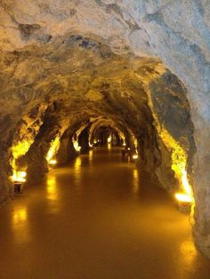 Hotel Grotta Palazzese Italie Grotte Du Palais Pinterest - Restaurant built inside a cave in italy offers beautiful views as you dine