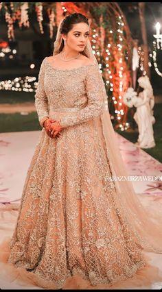 Stylish Dress Designs, Stylish Dresses, Formal Dresses, Bridal Photoshoot, Pakistani Actress, Celebs, Celebrities, Outfit Goals, Celebrity Pictures