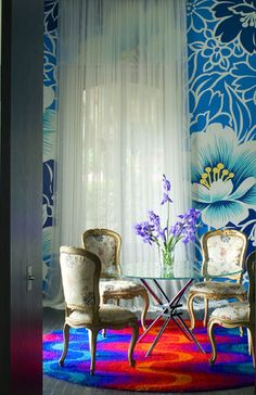 Love those walls, but I'd use a mod tulip table and ghost chairs (or that table and a bunch of different white chairs.)