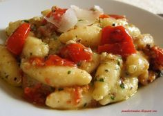 Gnocchi with ricotta cheese and tomatoes No Salt Recipes, Gourmet Recipes, Pasta Recipes, Cooking Recipes, Sicilian Recipes, Italian Pasta, Italian Meals, Ravioli, I Love Food