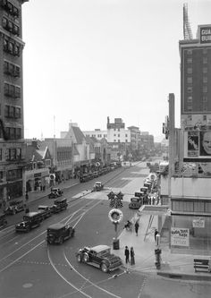 LOS ANGELES / HOLLYWOOD: The corner of Hollywood and Vine (1932).
