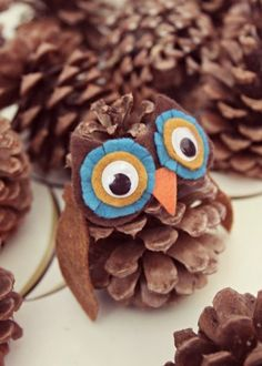 Herbstdeko basteln mit Kindern - 42 ganz einfache und originelle DIY-Projekteherbstdeko basteln mit kindern aus zapfenCute Pine Cone Crafts for Kids You'll LoveLooking for some fun fall and winter pinecone craft ideas for kids? Kids Crafts, Owl Crafts, Diy And Crafts, Arts And Crafts, Pine Cone Crafts For Kids, Canvas Crafts, Diy Projects For Fall, Craft Projects, Autumn Crafts