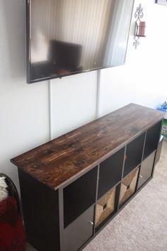 un meuble t l industriel avec une tag re expedit kallax tuis salons et ikea. Black Bedroom Furniture Sets. Home Design Ideas