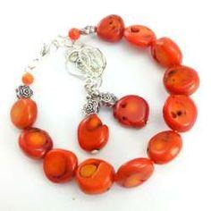 Komplet biżuterii bransoletka z kolczykami z pomarańczowego korala.