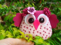 Felt and fabric owl Felt Owls, Felt Birds, Owl Fabric, Fabric Crafts, Sewing Toys, Sewing Crafts, Diy Cadeau, Owl Crafts, Felt Patterns