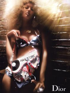 Gisele Bundchen - Christian Dior - Spring/Summer 2004 Ready-to-Wear - Fashion Advertisement Vintage Fashion 1950s, Vintage Mode, Vintage Dior, Vintage Hats, Victorian Fashion, Christian Dior, Natalia Vodianova, Laetitia Casta, Gisele Bundchen