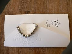 Arm bands as wedding gifts to guests