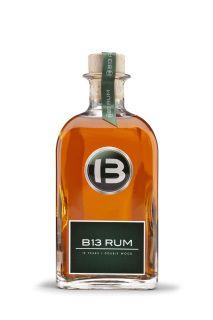 Der bernsteinfarbene B13 Rum glänzt durch feine Süße und einen langen Abgang. Dank der außergewöhnlichen Fasslagerungszeit von 13 Jahren erhält er eine bemerkenswert reife Note und sein rundes Aroma. Dieser im Pot-Still-Verfahren destilierte Double Wood Rum überzeugt durch seinen intensiven Duft dank Lagerung im Bourbon- sowie Finish im Cognac-Fass. Ein besonderer Tropfen aus Barbados, der die stolze Rum-Tradition seines Herkunftslandes im Herzen trägt.