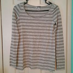 Stripped long sleeve roxy tee Stripped long sleeve roxy tee Roxy Tops Tees - Long Sleeve