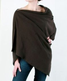 Nursing Poncho - preferred over traditional nursing covers, especially when paired with a nursing camisole. Maternity Fashion, Modest Fashion, Diy Fashion, Sewing For Kids, Baby Sewing, Sew Baby, Sewing Clothes, Diy Clothes, Nursing Poncho