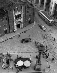 By Mario De Biasi . Il lay out del pave' . As Roma, Mario, Vintage Italy, Foto Vintage, Foto Poster, Italy Landscape, Italian Street, Documentary Photographers, Vintage Photographs