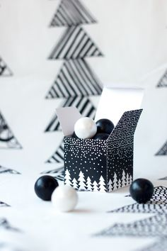 Free Printable Let It Snow Gift Boxes and Tags | holiday trends 2013 - black & white