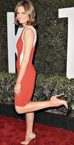 Stana Katic: nude pumps, arches, toe cleavage, and great calves Kate Beckett, Julie Andrews, Julia Roberts, Angelina Jolie, Audrey Hepburn, Marilyn Monroe, Girl Celebrities, Celebs, Taylor Swift