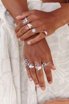 Hand Jewelry, Cute Jewelry, Jewelry Accessories, Handmade Bracelets, Beaded Bracelets, Hair Highlights And Lowlights, Broken Nails, Southern Outfits, Nail Ring