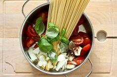 """Kochnische zu """"One Pot Pasta"""" Blitzschnelle Nudeln, fast ohne Abspülen"""