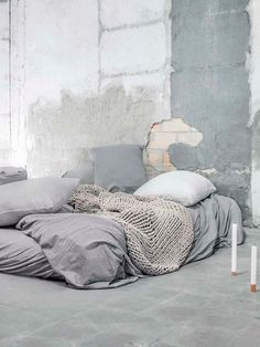 Une jeune entreprise barcelonaise qui me plait énormément :Mikmax.Leur nouvelle collection de linge de le lit en jersey de coton délavé se décline en plusieurs couleurs inspirées de la nature ; brun