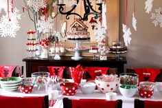 We can't wait to recreate this festive table for our next holiday dinner party! Perfecto!