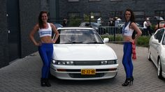 The girls from #ShowoffImports standing with Silvia