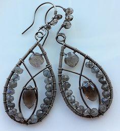 This looks somewhat similar to the Cirque de Lune earrings I'm making this weekend....