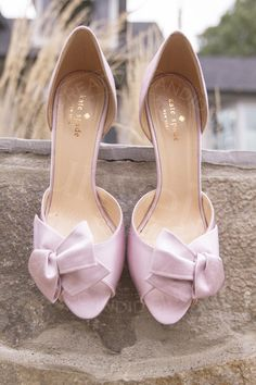 Wedding day bride's pink heeled shoes