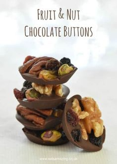 Easy Fruit and Nut Chocolate Buttons Recipe - great idea for homemade Christmas gifts kids can make - Eats Amazing UK Nut Recipes, Sweet Recipes, Cooking Recipes, Candy Recipes, Recipies, Dessert Recipes, Fruit Gifts, Food Gifts, Edible Gifts