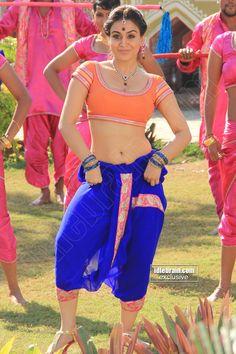 Aksha Spicy Pics Showing Her Bulging ,Navel & Sexy Back Kriti Kharbanda, Navel, Indian Actresses, Hot, Sexy, Womens Fashion, Beauty, Beautiful, Wallpaper
